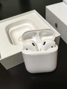 AirPods 蓋を開けたところ